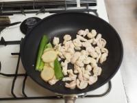 鶏皮と長ねぎのぴり辛炒めt32