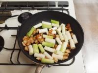 鶏皮と長ねぎのぴり辛炒めt38