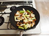 鶏皮と長ねぎのぴり辛炒めt39