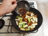 鶏皮と長ねぎのぴり辛炒めt41