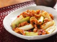 鶏皮と長ねぎのぴり辛炒めt07