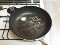 かしわと干し椎茸のバター焼きt35