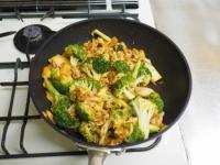 ブロッコリーの豚キムチ炒めt10