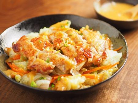 鶏もも肉とキャベツのフライパン蒸し、旨味たっぷり酢味噌 ...