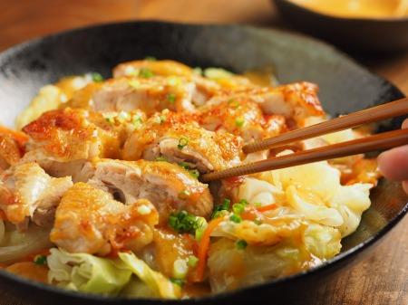 鶏もも肉とキャベツのフライパンt48