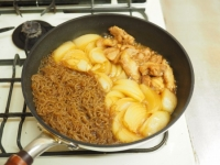 鶏ももと玉ねぎのすき焼き煮18
