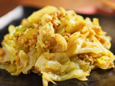 キャベツとひき肉のカレーマヨ炒28