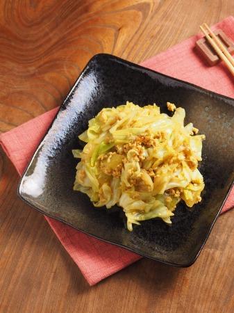キャベツとひき肉のカレーマヨ炒32