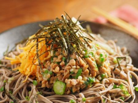 味噌味のオクラ納豆蕎麦44