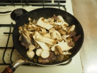 砂肝とキノコの高菜炒め32