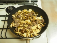 砂肝とキノコの高菜炒め33