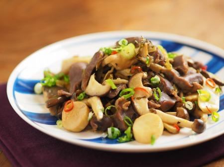 砂肝とキノコの高菜炒め44
