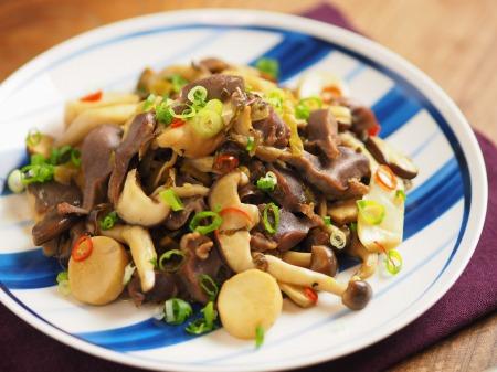 砂肝とキノコの高菜炒め 、 砂肝の下処理