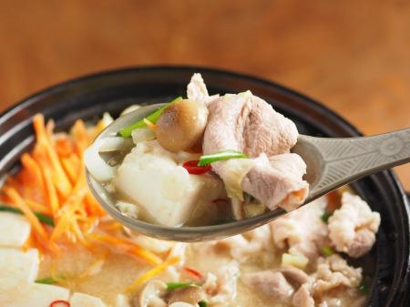柔らか豚肉のにんにく味噌鍋36