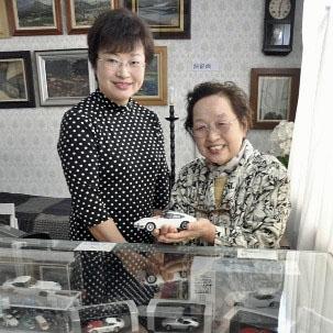 野崎恵美子さんと娘の緑さん