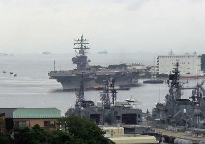 横須賀に入港するロナルド・レーガン