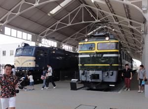 トワイライト・58電気機関車b