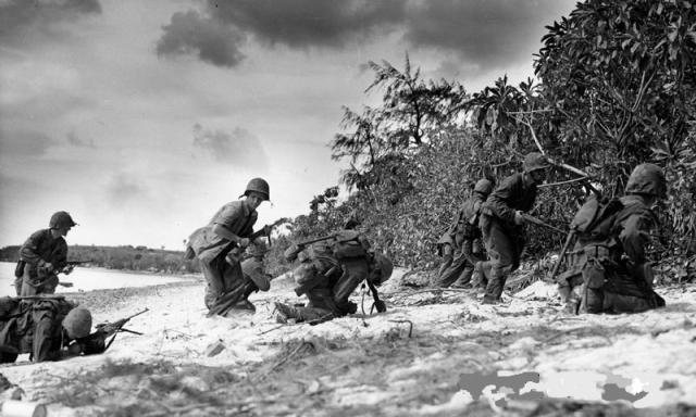 TWO_MARINES_FALL_IN_STORMING_BEACH_ON_SAIPAN_convert_20161006224004.jpg
