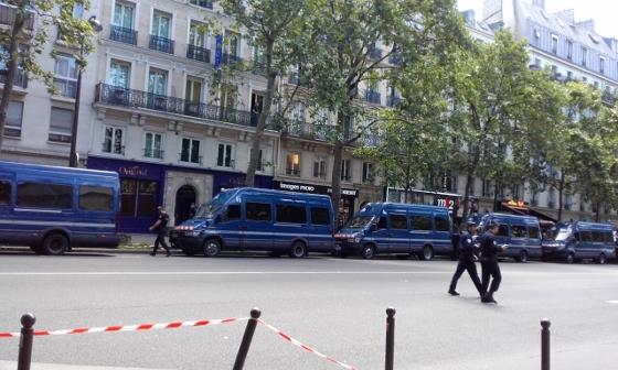 労働法改正反対バスティーユのデモ