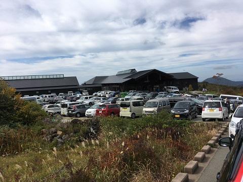 7栗駒山荘駐車場