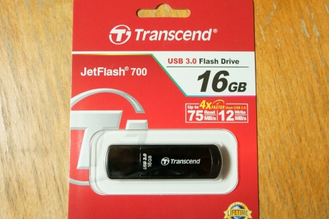 transcend_jetflash700_16gb_04.jpg