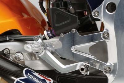 20150204_Honda-RC213V-Marc-Marquez-HRC-huge-17cu.jpg