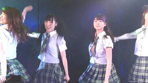 14歳中学生AKBメンバー ライブ中に服のボタンが外れポロリするハプニング発生wwwww