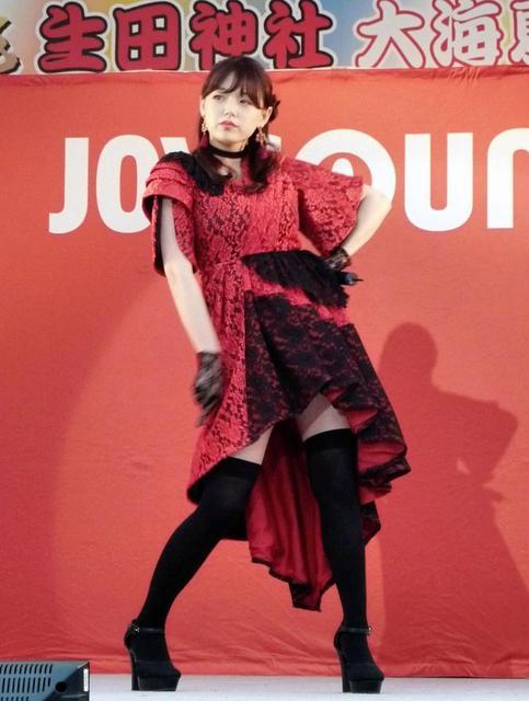 篠崎愛(24)が歌手でソロデビュー、デビュー曲「口の悪い女」を披露
