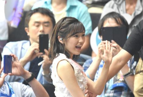 渡辺麻友、柏木由紀らAKBメンバーが初の「推しメン席」前で歌唱撮影もOK 1万6000人が大興奮