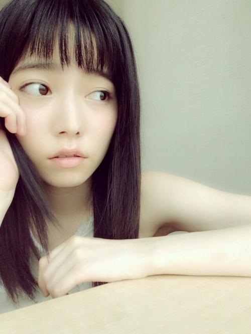島崎遥香「前髪をー適当にー切りすぎたー」ざっくりバングが好評「ぱるちゃんかわいい」」絶賛の声