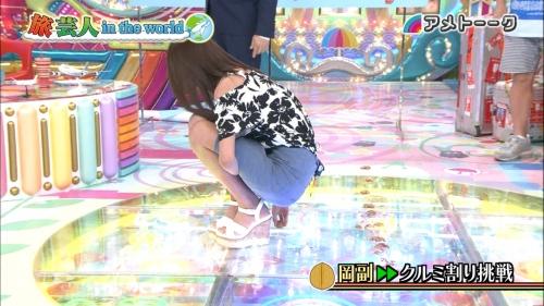 """岡副麻希、ミニスカ衣装で""""お尻クルミ割り""""に挑戦!"""