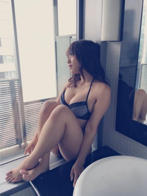 【NMB48】沖田彩華、セクシーすぎる雑誌オフショット公開!ファン「柔らかそうな●●」に興奮