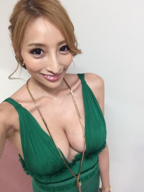 狩野英孝の元カノこと加藤紗里がさらに巨乳美人に進化