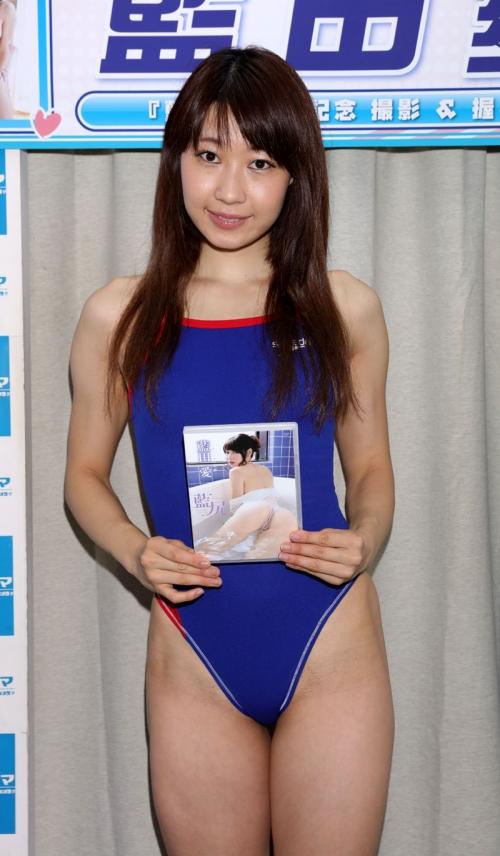 元大学講師のグラドル 藍田愛が競泳水着でソフマップ「目標は壇蜜」