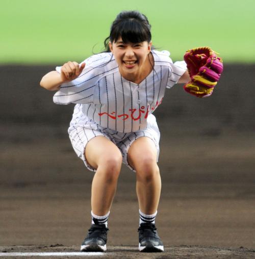 芳根京子、甲子園でべっぴん始球式 山なりツーバウンド投球に「悔しいけど、あそこに立てたので65点です!」