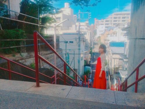 宮脇咲良『君の名は。』聖地の階段へ ヒロイン・三葉と同じ場所に立つ「ヒロインみたい」「絵になる」の声