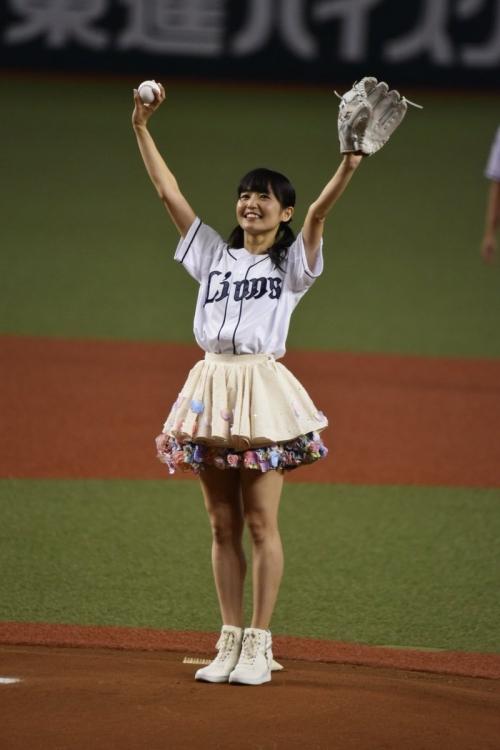 SKE48 惣田紗莉渚、ノーバンならず ミニスカ姿で90度足上げ