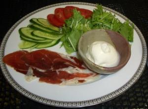 ハモンイベリコとパッコのサラダ