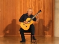 栗原さん。唄とギター弾き語り。