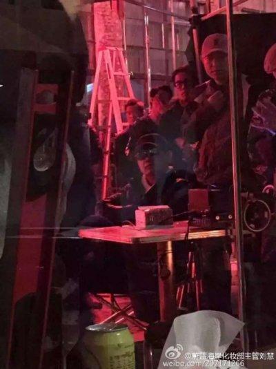 王家衛監督@上海「摆渡人」撮影