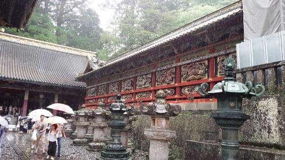 陽明門左の廻廊 (560x315)