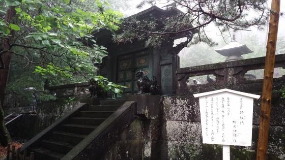 鋳抜門 (560x315)