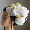 大輪芍薬と胡蝶蘭の結婚式髪飾り