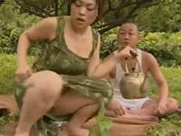 ヘンリー塚本 中森玲子 離婚して田舎に帰省して早速農家のおやじと青姦セックスする女
