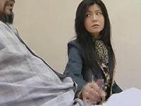 入院してる夫の溜まったザーメンを手コキで抜く中年人妻 浅井舞香