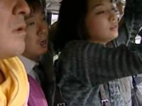 ヘンリー塚本 通勤バスの中で痴◯にあって不覚にもまんこを濡らしてしまってちんこをハメられる人妻