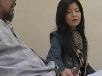 ヘンリー塚本 浅井舞香 旦那が入院中に二人の男を家にあげて3Pセックスで欲求不満を満たす人妻