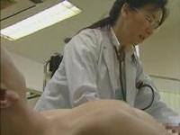 ヘンリー塚本 いつも診察で男性のちんこばかり見て欲求不満になってる女医がプライベートでセックス三昧