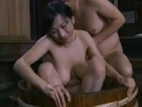 ヘンリー塚本 田舎暮らしの未亡人が日が沈まない先から男を連れ込みセックスに入り浸り