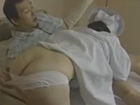 ヘンリー塚本 欲求不満の熟女ナースが見回りついでに入院患者の男性とセックス